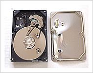 加圧変形後のハードディスク内部